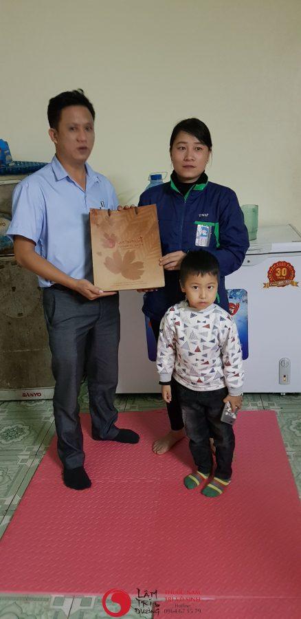 Vô sinh vì phá thai, ảnh chụp cùng mẹ con bệnh nhân điều trị vô sinh hiếm muộn thành công tại Lâm Trí Đường