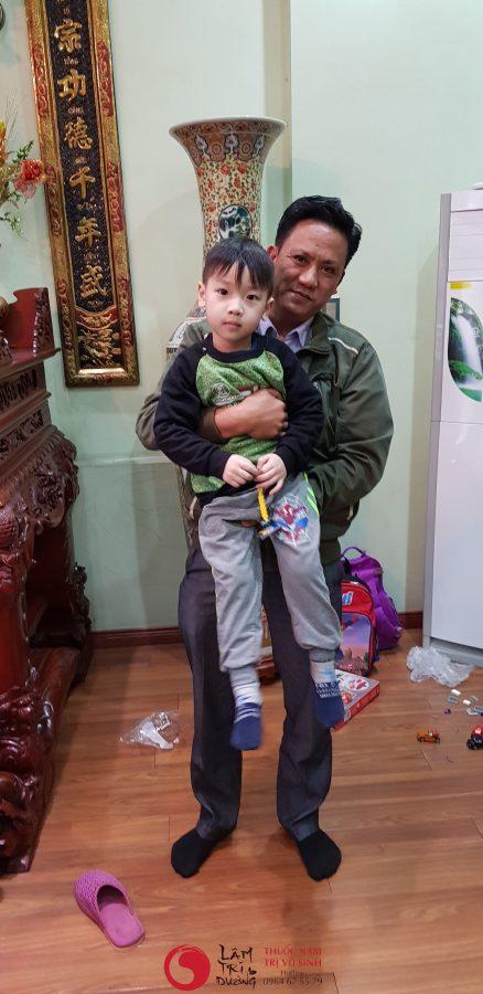 Thuốc gây vô sinh, hình chụp cùng con bệnh nhân điều trị thành công vô sinh tại Lâm Trí Đường
