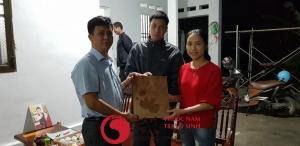 Vô sinh có di truyền không, Ảnh chụp chung với vợ chồng bệnh nhân điều trị thành công tại Lâm Trí Đường