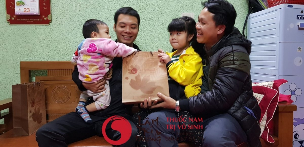 Cây thuốc nam chữa vô sinh, ảnh chụp cùng gia đình bệnh nhân điều trị vô sinh hiếm muộn thành công