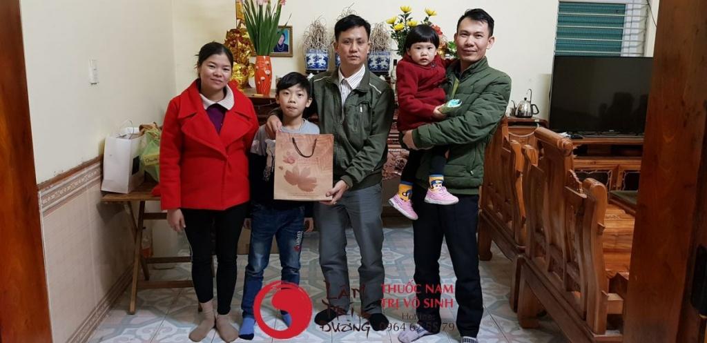 Chữa vô sinh thứ phát, ảnh chụp cùng gia đình bệnh nhân đã điều trị thành công