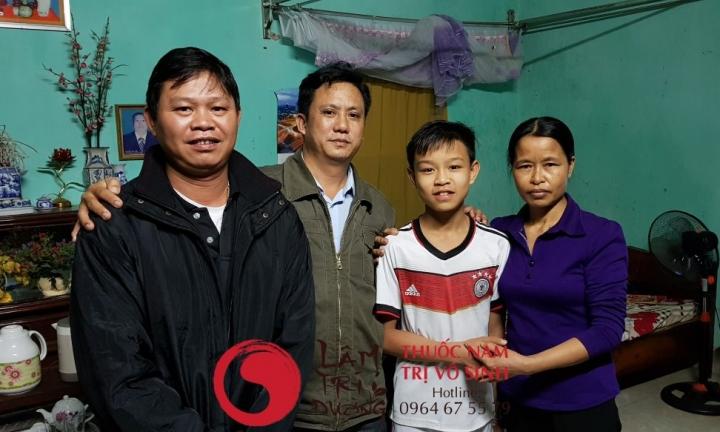 Nguyên nhân gây vô sinh hiếm muộn, ảnh chụp cùng gia đình bệnh nhân điều trị vô sinh hiếm muộn thành công