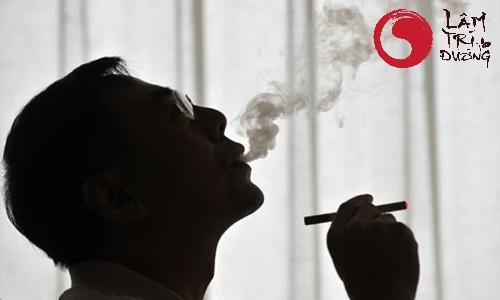 Hút thuốc lá là một trong các nguyên nhân gây vô sinh ở nam giới
