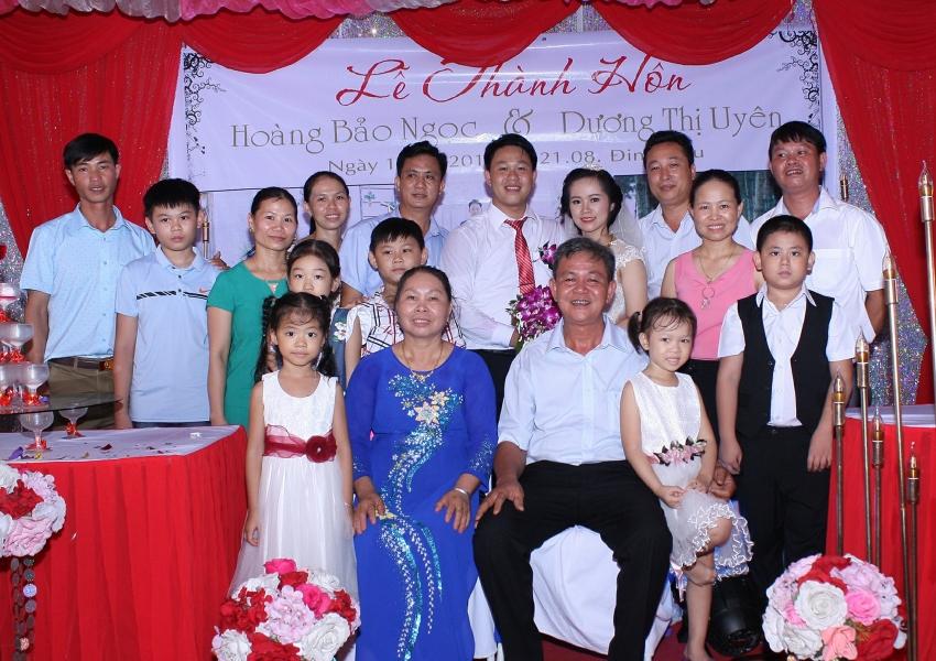 Gia đình bố mẹ và anh chị em vợ, và gia đình nhỏ của Bùi Văn Trúc