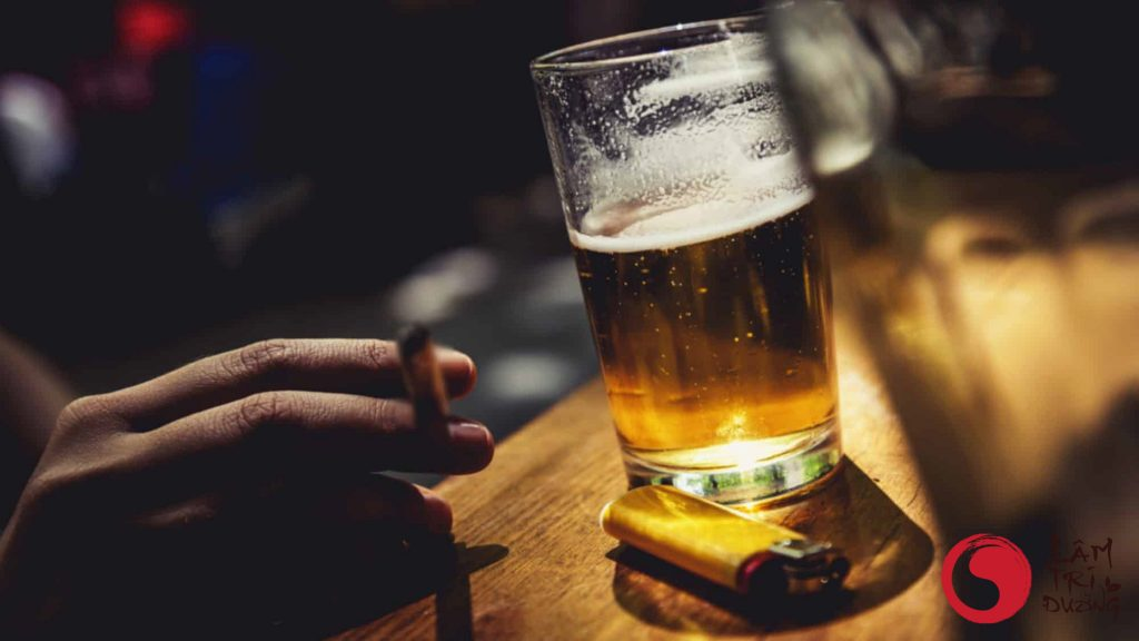 Áp lực hay bia rượu cũng là nguyên nhân gây ra hiếm muộn nam giới